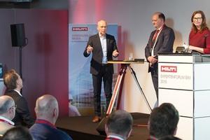 Dr. Matthias Jacob (Vorsitzender der Implenia Hochbau GmbH), Eduard Dischke (KNH Rechtsanwälte) und Moderatorin Lucia Brauburger (v.l.n.r.).