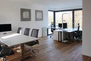 """<div class=""""bildtext"""">Büro im ersten Obergeschoss des Wohnhauses</div>"""