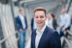 """<div class=""""bildtext"""">Clockin-Geschäftsführer Frederik Neuhaus informiert im Interview über die ...</div>"""