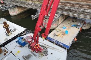 """<div class=""""bildtext"""">Das Tauch- und Bergungsunternehmen Barthel saniert die Brückenpfeiler.</div>"""