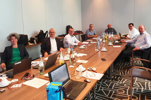 """<div class=""""bildtext"""">Vor Ort in Berlin traf sich der Vorstand in angemessenem Abstand. </div>"""